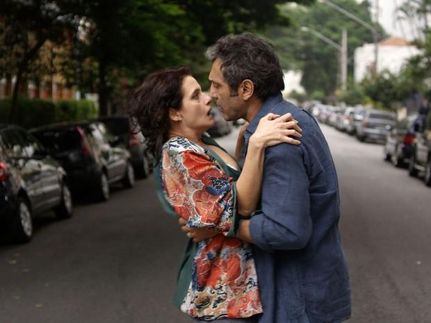 Denise Fraga e Domingos Montagner em cena da comédia romântica 'De onde eu te vejo', de Luiz Villaça (Foto: Divulgação)