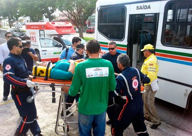 Passageiros feridos foram socorridos ao Pronto-Socorro Clóvis Sarinho (Foto: Kléber Teixeira/Inter TV Cabugi)