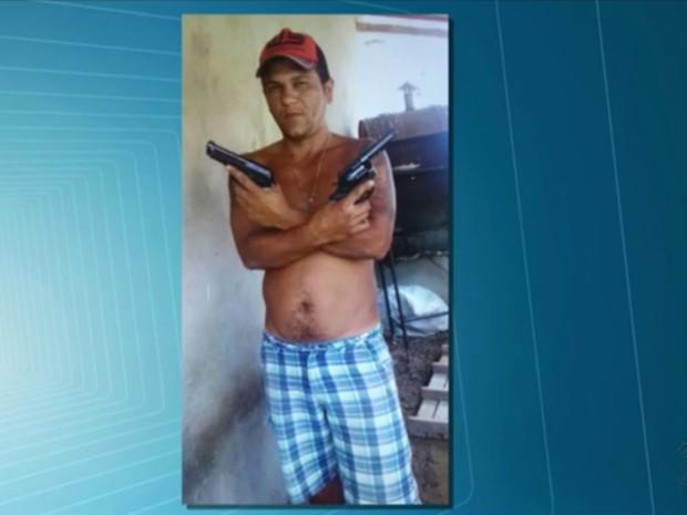 Polícia Civil pede ajuda da população para prener Flávio Barbosa Clementino, 32 anos (Foto: Reprodução/TV Paraíba)