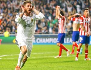 Sergio Ramos comemora gol do Real Madrid contra o Atlético de Madrid (Foto: Agência Reuters)