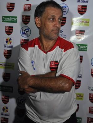 Celso Teixeira critica critérios dos árbitros (Foto: Renan Morais/GLOBOESPORTE.COM)