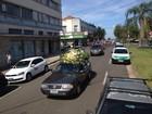 De bicicleta, grupo vai a cortejo de ciclista morto por porta de veículo