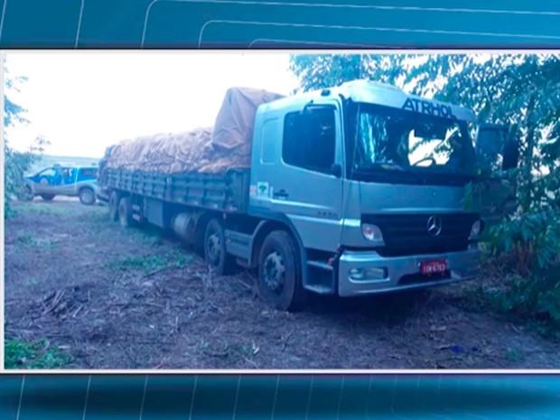 Bandidos achavam que veículo tinha carga de maior valor (Foto: Reprodução/TV Santa Cruz)