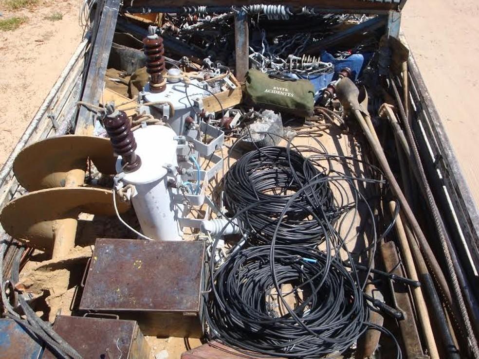 Material encontrado no local comprovou o furto de água e energia. (Foto: Divulgação / Polícia Civil)