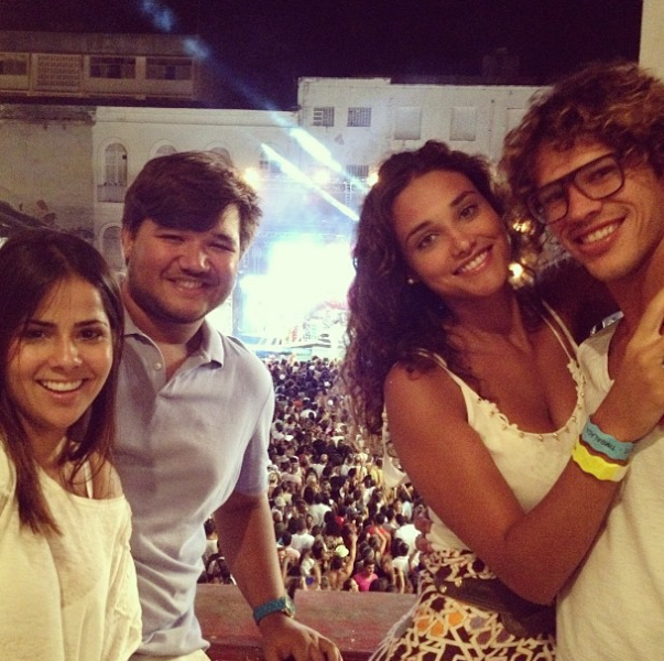 Débora Nascimento e José Loreto em show da Timbalada em Salvador, na Bahia (Foto: Rafael Freitas/ Ag. Fred Pontes/ Divulgação)