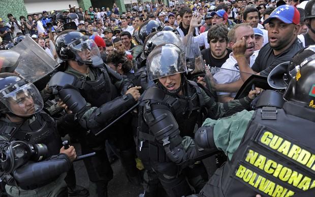 Repressão dos protestos na Venezuela (Foto: G1)