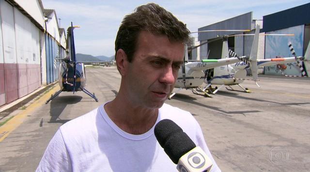 Marcelo Freixo (PSOL) sobrevoa lagoas poluídas e Baía de Guanabara