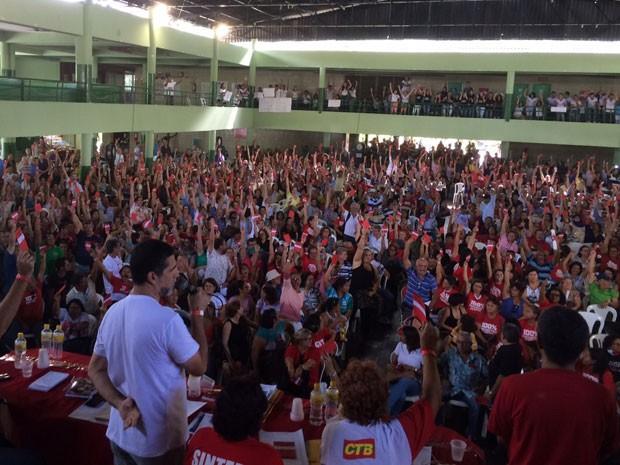 Assembleia do Sintepe reuniu 2 mil trabalhadores em educação de Pernambuco, nesta quinta, no Clube Português (Foto: Vitor Tavares / G1)