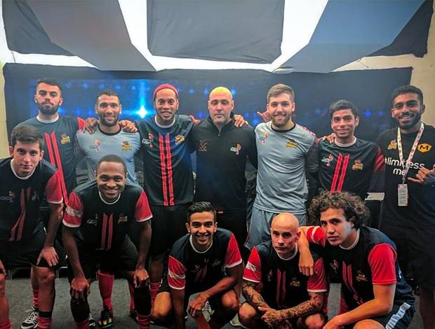 BLOG: A chuva de gols de Ronaldinho contra os times de Crespo e Giggs no futsal na Índia