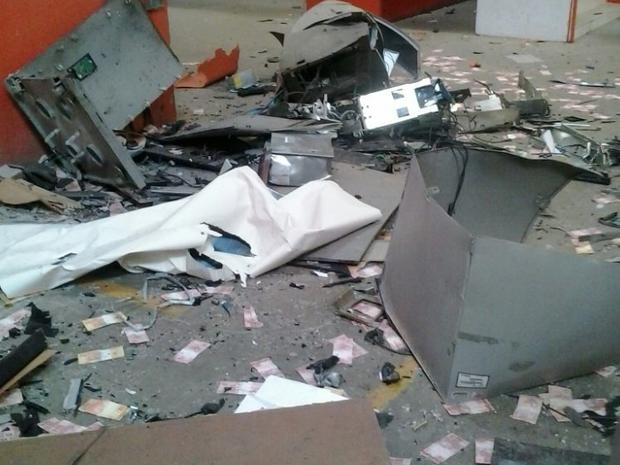 Explosão de caixas eletrônicos em Santa Cruz do Capibaribe (Foto: Divulgação/Polícia Militar)