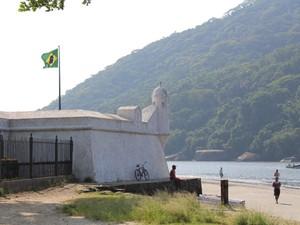 Forte São João fica em Bertioga, no litoral de São Paulo (Foto: Mariane Rossi/G1)