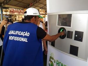 Máquina de reciclagem está sendo lançada na 5ª Rondônia Rural Show. (Foto: Marco Bernardi/G1)