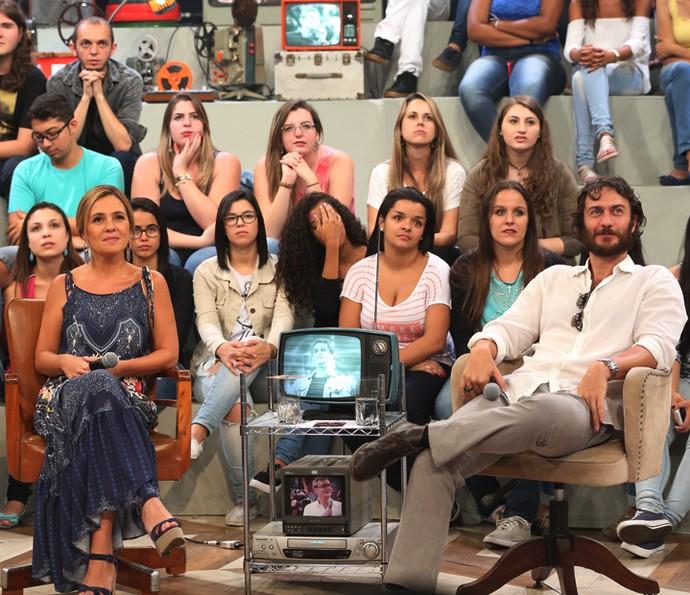 Adriana Esteves e Gabriel Braga Nunes no programa Altas Horas (Foto: Carol Caminha/Gshow)