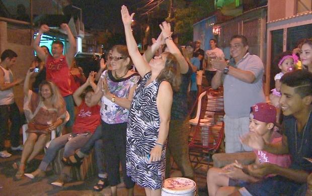 família de Dileno Lopes vibra com vitória no TUF Brasil (Foto: Globo Esporte AM)