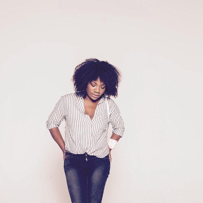 Nicholle Kobi: a ilustradora francesa reproduz a elegância das mulheres negras de seu país (Foto: Martin Lagardère)