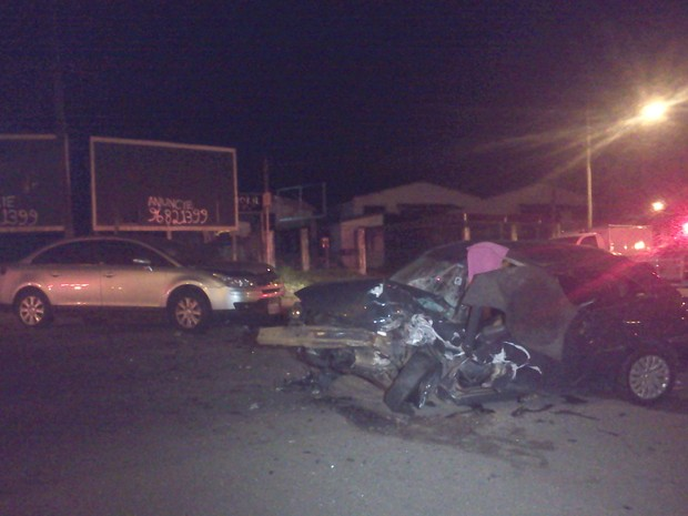Colisão frontal mata mulher em Gravataí, RS (Foto: Vanessa Felippe/RBS TV)