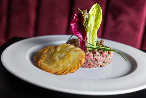 O steak tartare do chef Erick Jacquin no Café Society (Foto: Divulgação)