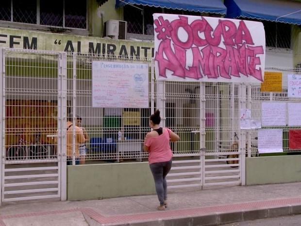 Ocupação na Escola Almirante Barroso, em Vitória (Foto: Reprodução/ TV Gazeta)