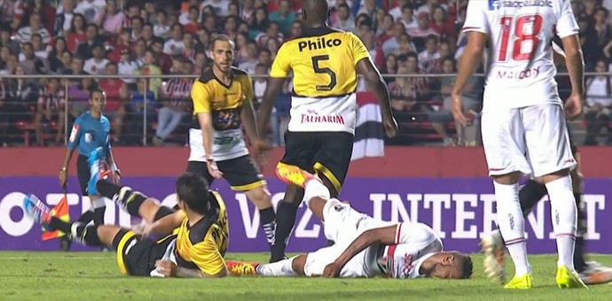 Álvaro Pereira São Paulo (Foto: Reprodução SporTV)