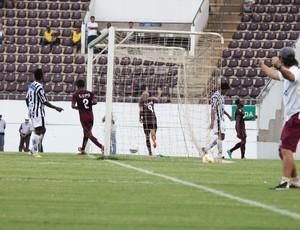 Ney Mineiro comemora gol diante do Comercial (Foto: Leonardo Fermiano / AI AFE)