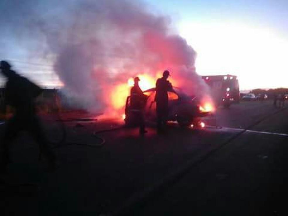 Fusca pegou fogo e cinco morreram na Serra de SC (Foto: PRMRv/divulgação)