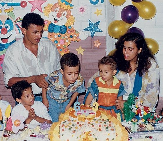 2. A família reunida no aniversário dos filhos (Foto: Arquivo pessoal)