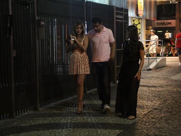 Fred com a namorada, Liz Quintal, na Zona Sul do Rio (Foto: Rodrigo dos Anjos/ Ag. News)