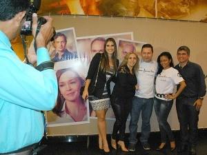 Convidados receberam porte-retratos (Foto: Katiúscia Monteiro/ Rede Amazônica)