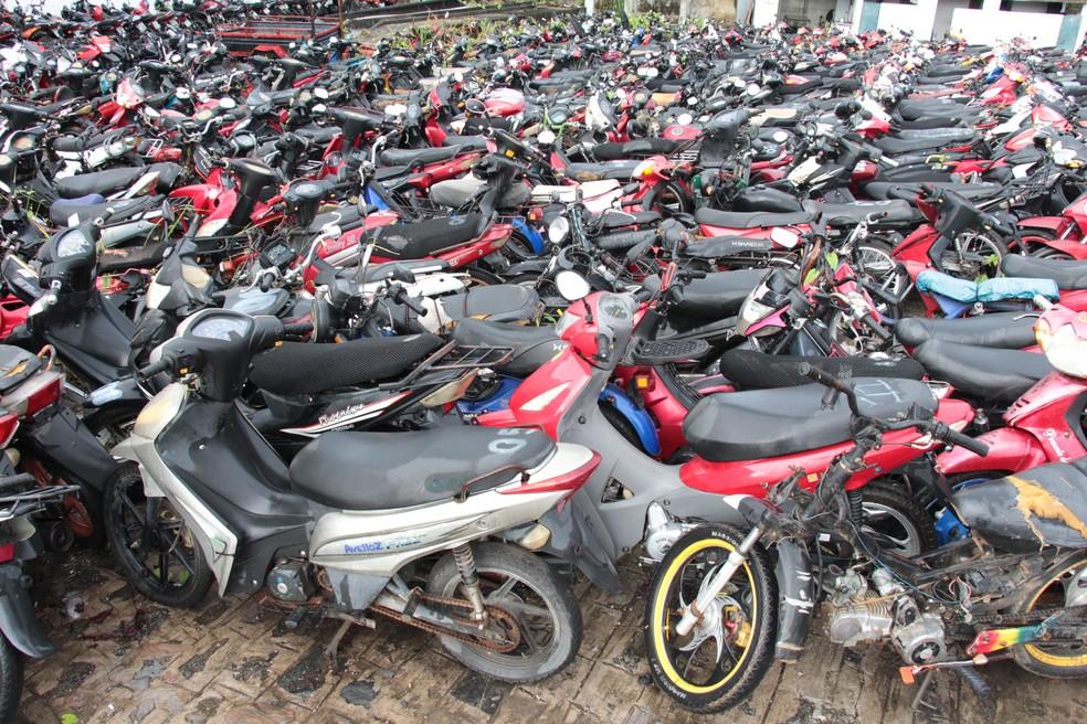 Atualmente, encontram-se estocadas 1.786 cinquentinhas, de um total de 3.185 recolhidas nas ruas e estradas (Foto: Paulo Maciel/Detran-PE)