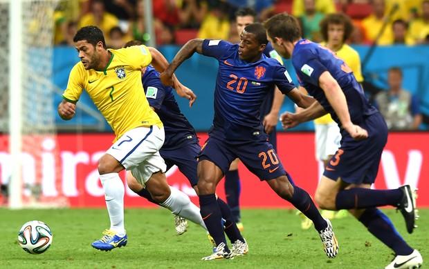 Hulk jogo Brasil x Holanda (Foto: AFP)
