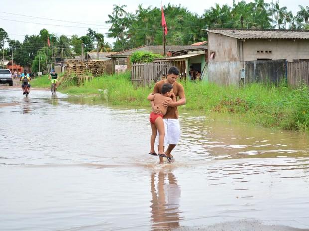 Risco às crianças motivou saída de famílias para abrigos, diz secretária  (Foto: Del Barbosa/Ascom Santana)