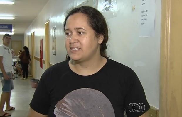 Mordida por um gato, Rosana Aparecida Meireles não consegue vacina antirrábica, em Goiás (Foto: Reprodução/TV Anhanguera)