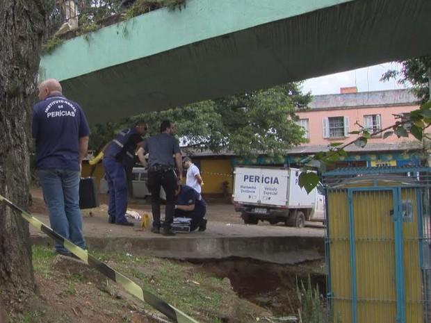 Homem saía de instituto penal quando foi atingido por disparos em Canoas (Foto: Reprodução/RBS TV)