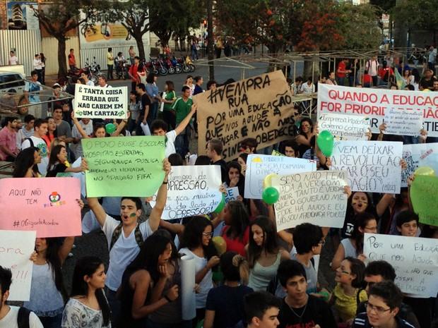 Governo municipal, estadual e nacional foram alvos de críticas (Foto: Gullit Pacielle Machado)