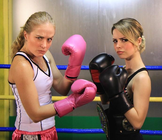 Sandy e Angélica fazem pose de luta (Foto: CEDOC / TV Globo)