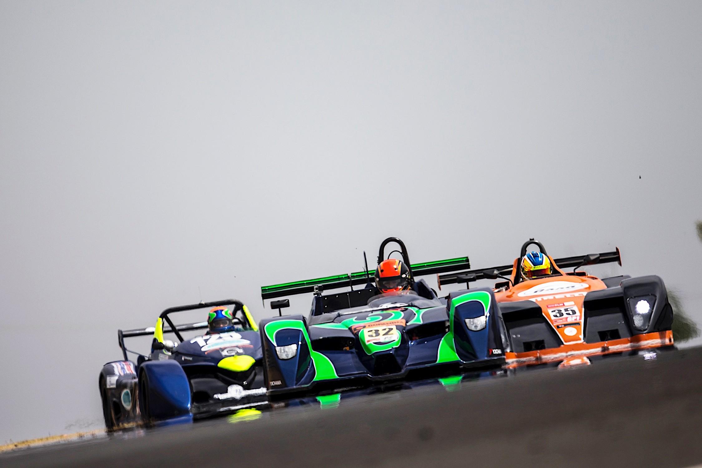 A disputa por posições no grid entre MRX e Spyder (Foto: Bruno Terena)