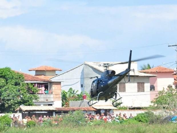 População acompanha ida de equipe da operação para capital (Foto: Bebeto Karolla/ Folha de Búzios)