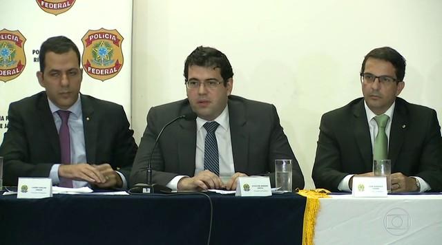 Procuradores afirmam que ex-governador Sérgio Cabral recebia mesada de empreiteiras