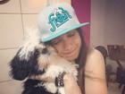 Anitta mata a saudade do cachorro de estimação