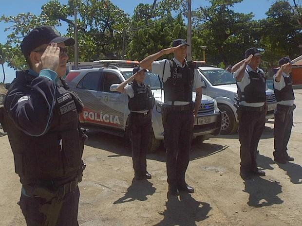 Policiais batem contência em homenagem ao policial Francisco Ednardo Menezes de Sousa, assassinado em Fortaleza um dia antes do aniversário (Foto: TV Verdes Mares/Reprodução)