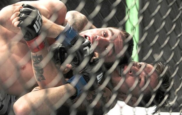 Shane Howell e Ray Borg luta UFC San Antonio (Foto: Reuters)