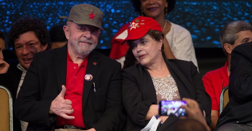 O ex-presidente Lula e a ex-presidente Dilma na última quinta (1º), durante o congresso do PT, em Brasília (Foto: Lula Marques/Agência PT)