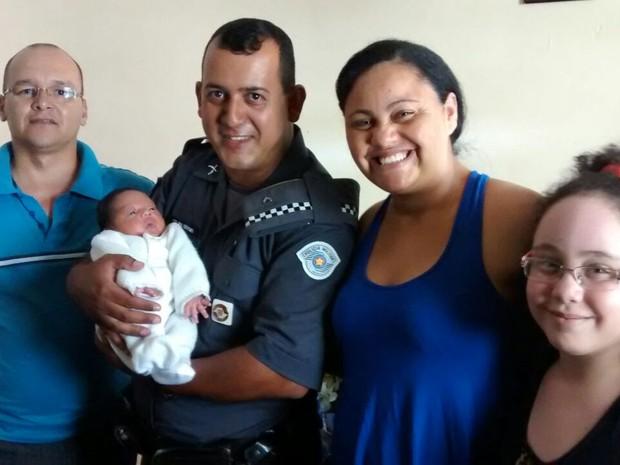 Policiais de Rio Claro reencontraram a família de Jhonatta nesta quarta-feira (1º) (Foto: Arquivo pessoal)
