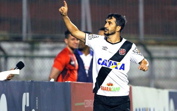 Douglas comemora gol do Vasco contra a Portuguesa (Foto: Reginaldo Castro)