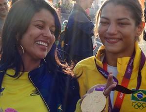 Sarah Menezes e irmã (Foto: Cahê Mota / Globoesporte.com)