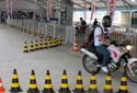 Além de ver, motociclista pode andar com motos no salão