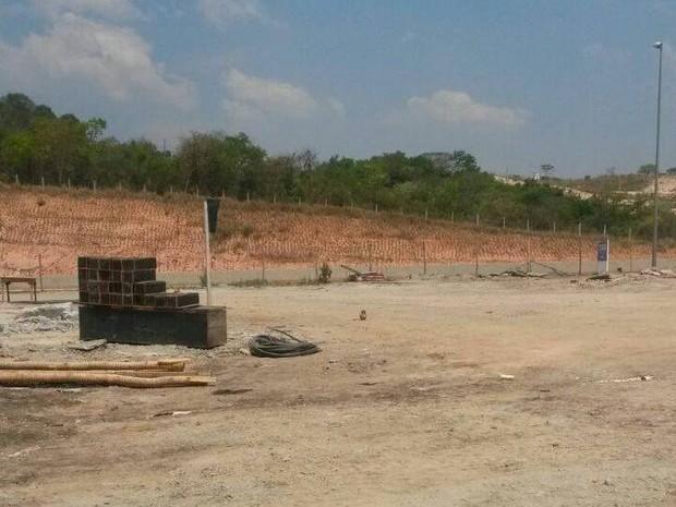 Pátio de empresa onde artefato foi colocado (Foto: PM/Divulgação)