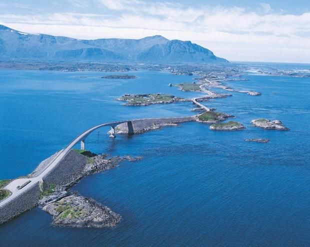 Obras da Atlantic Ocean Road começaram em 1984 e só terminaram em 99 (Foto: Divulgação)
