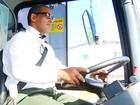 Motorista de ônibus grava clipe com paródia de Roberto Carlos e vira hit