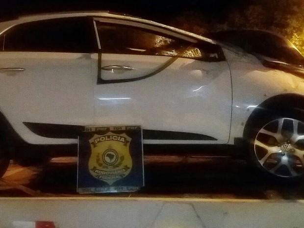 Carro capota na Bahia e durante resgate PRF descobre que veículo é roubado (Foto: Divulgação/PRF)